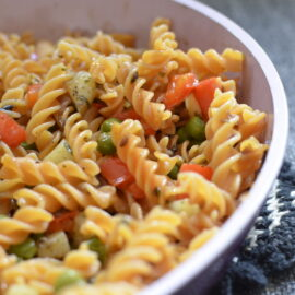 Lentils fusilli with peas, potatoes and red pepper