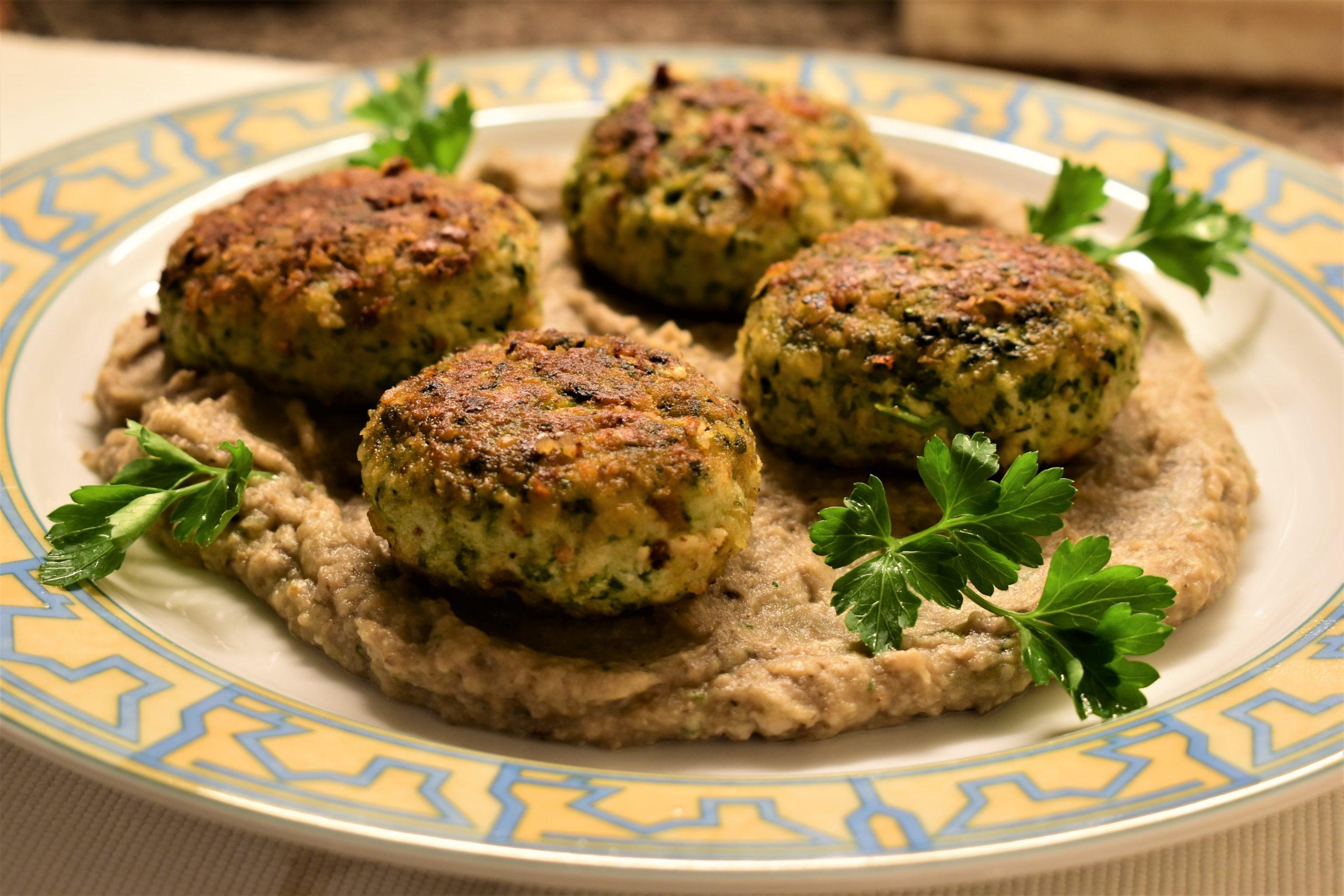 Chicken and spinach meatballs on mushroom cream