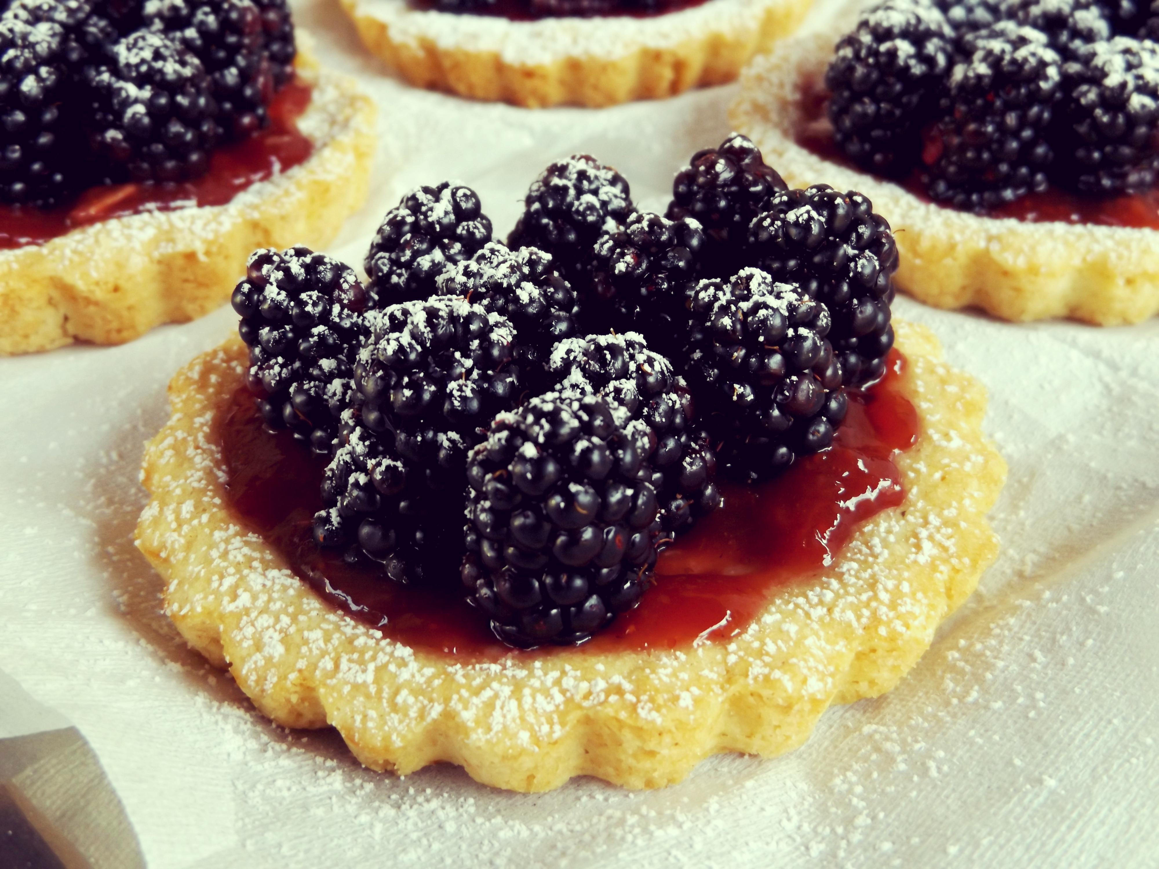 Gluten free blackberries mini tarts