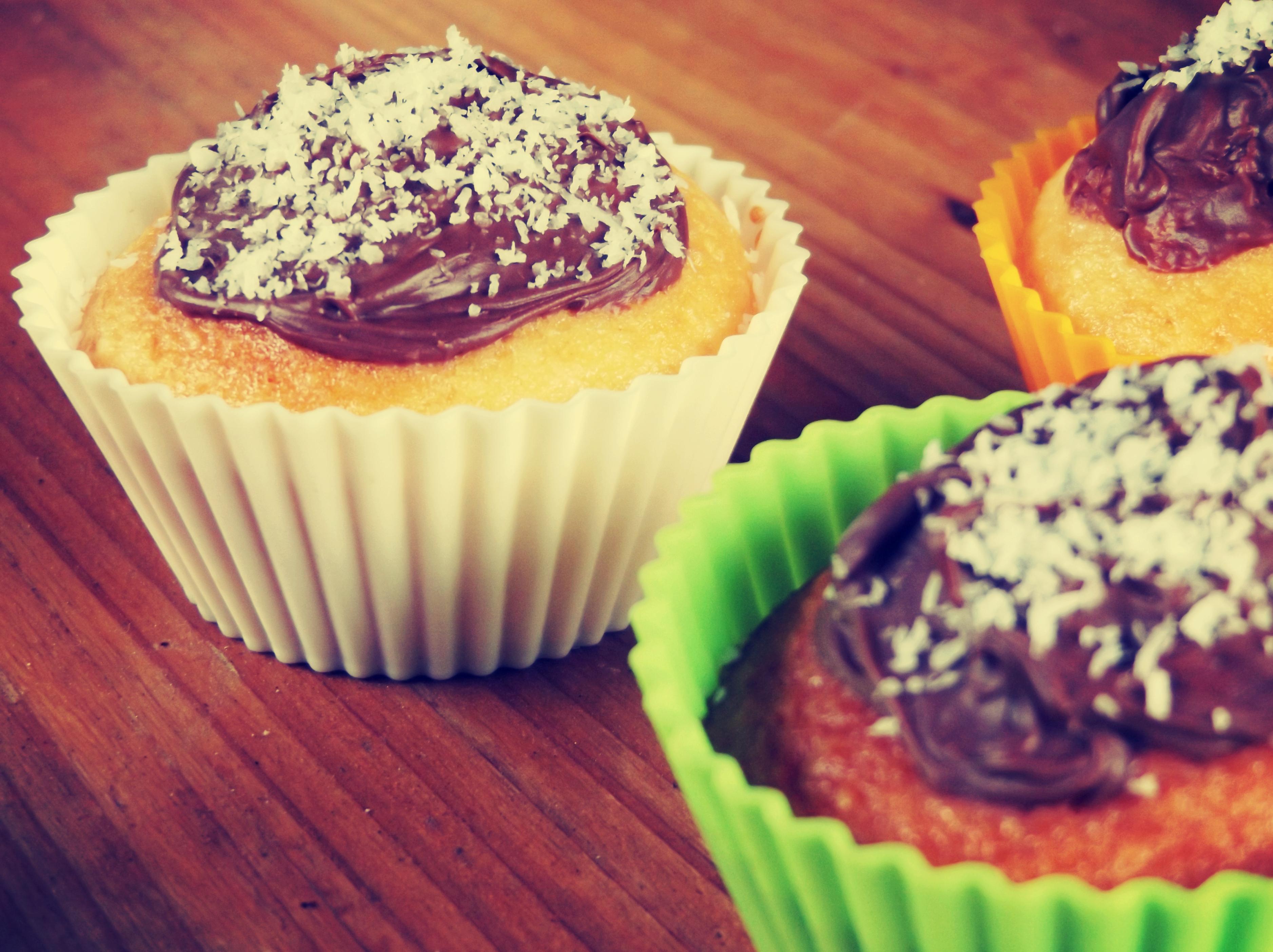 Coconut mini cakes with Nutella