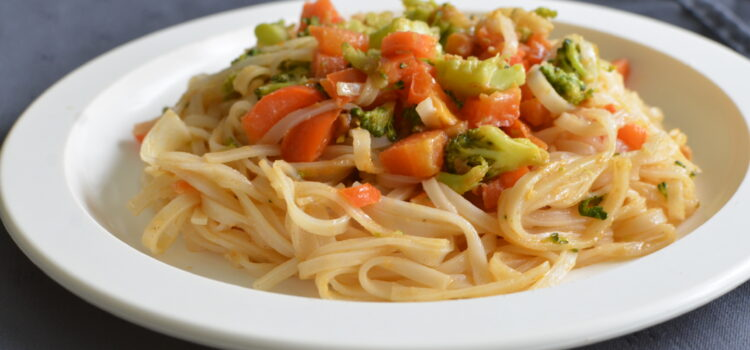 Vegan noodles with vegetables and peanut butter