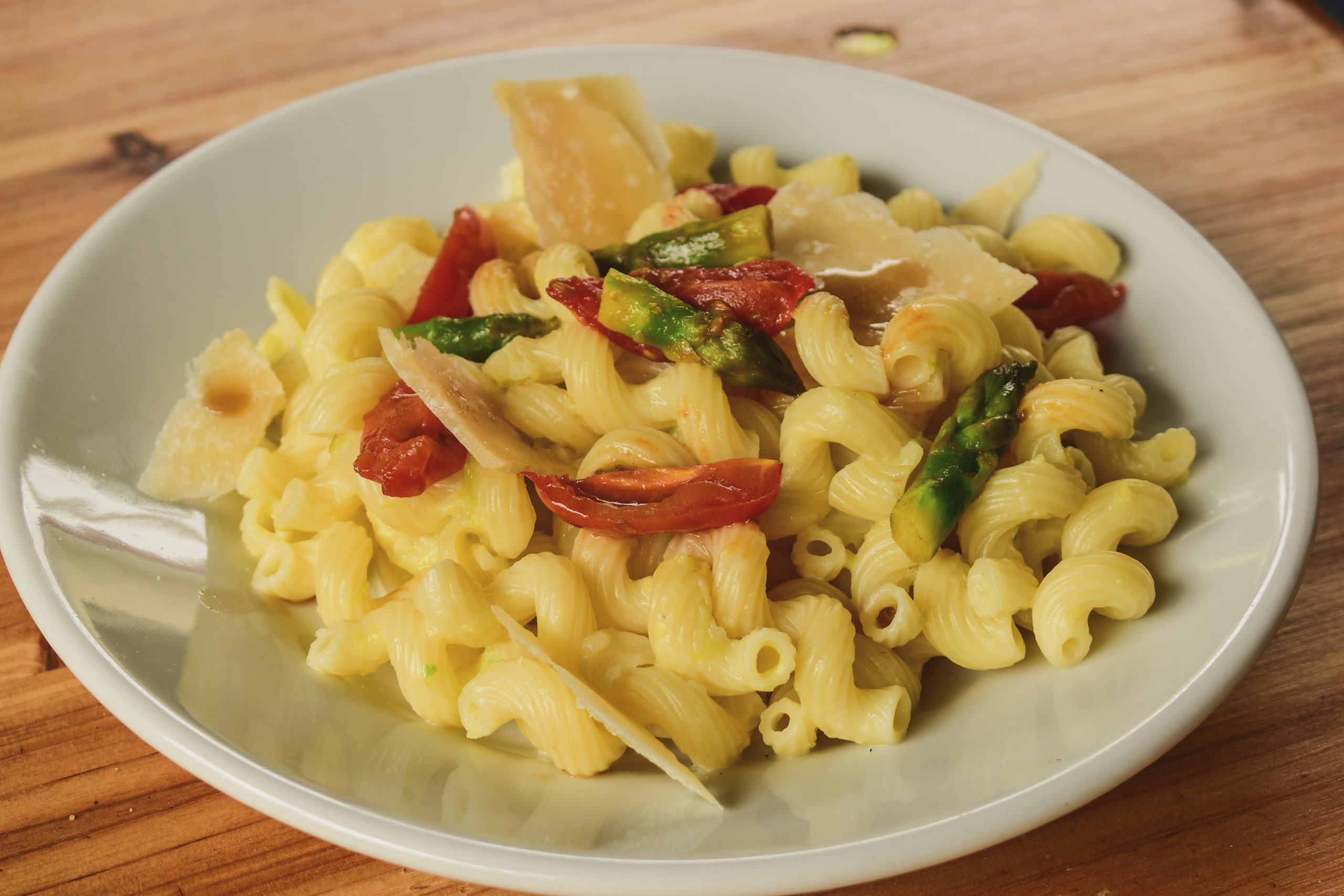 Pasta with Squacquerone and asparagus