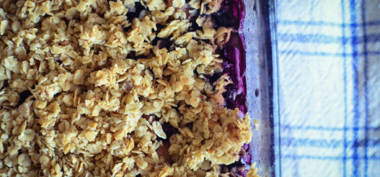 Healthy oven-baked oatfleaks with apple and blueberries