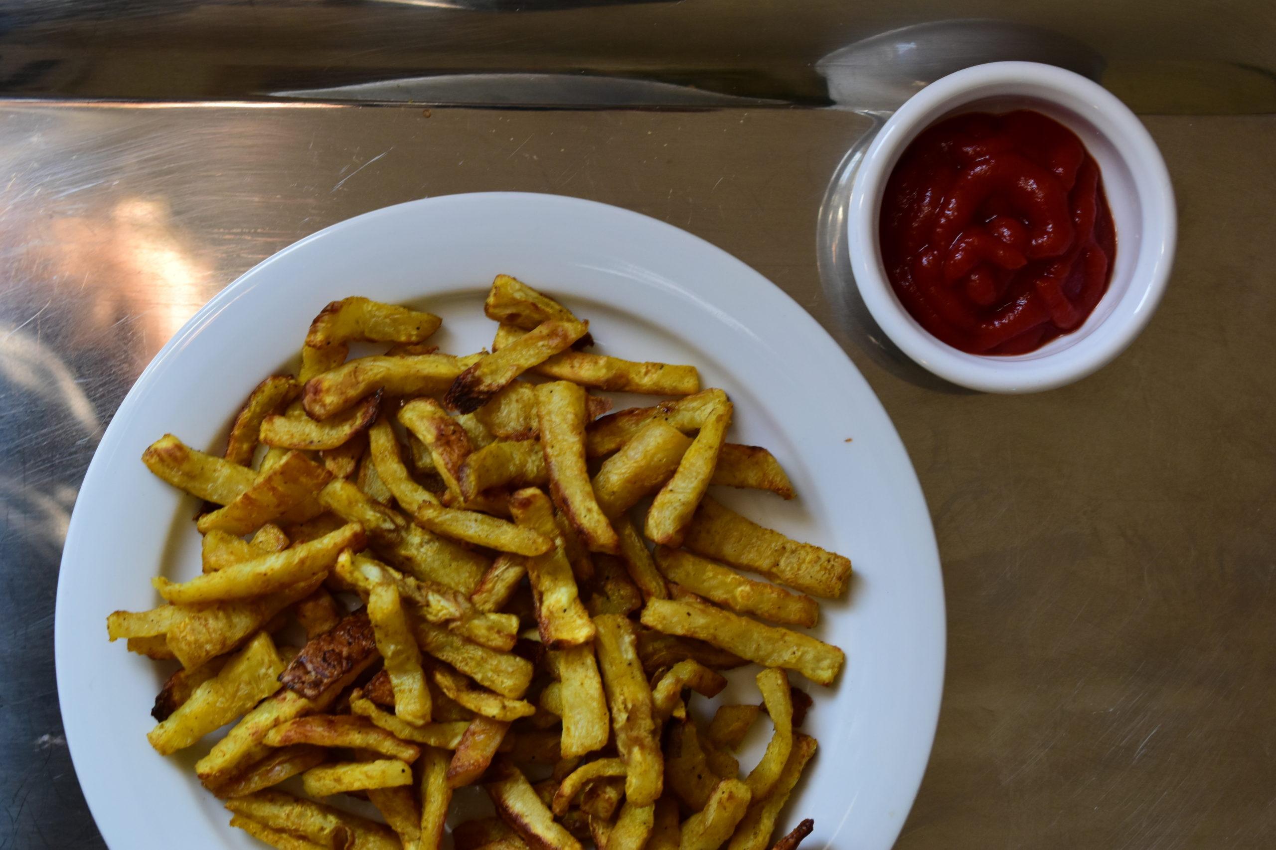 Oven baked celeriac chips