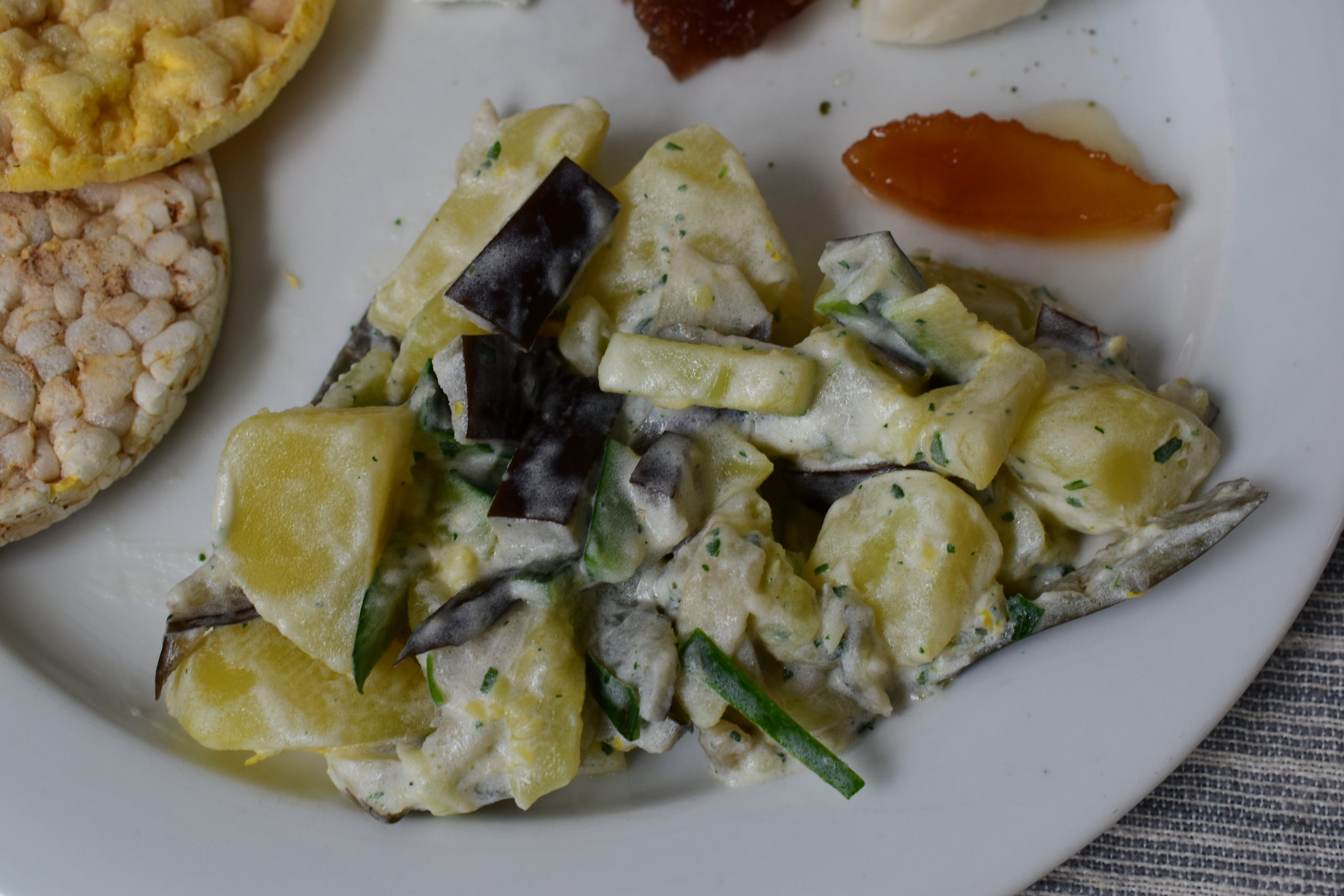 Potato, aubergines and zucchini salad with spreadable goat's cheese