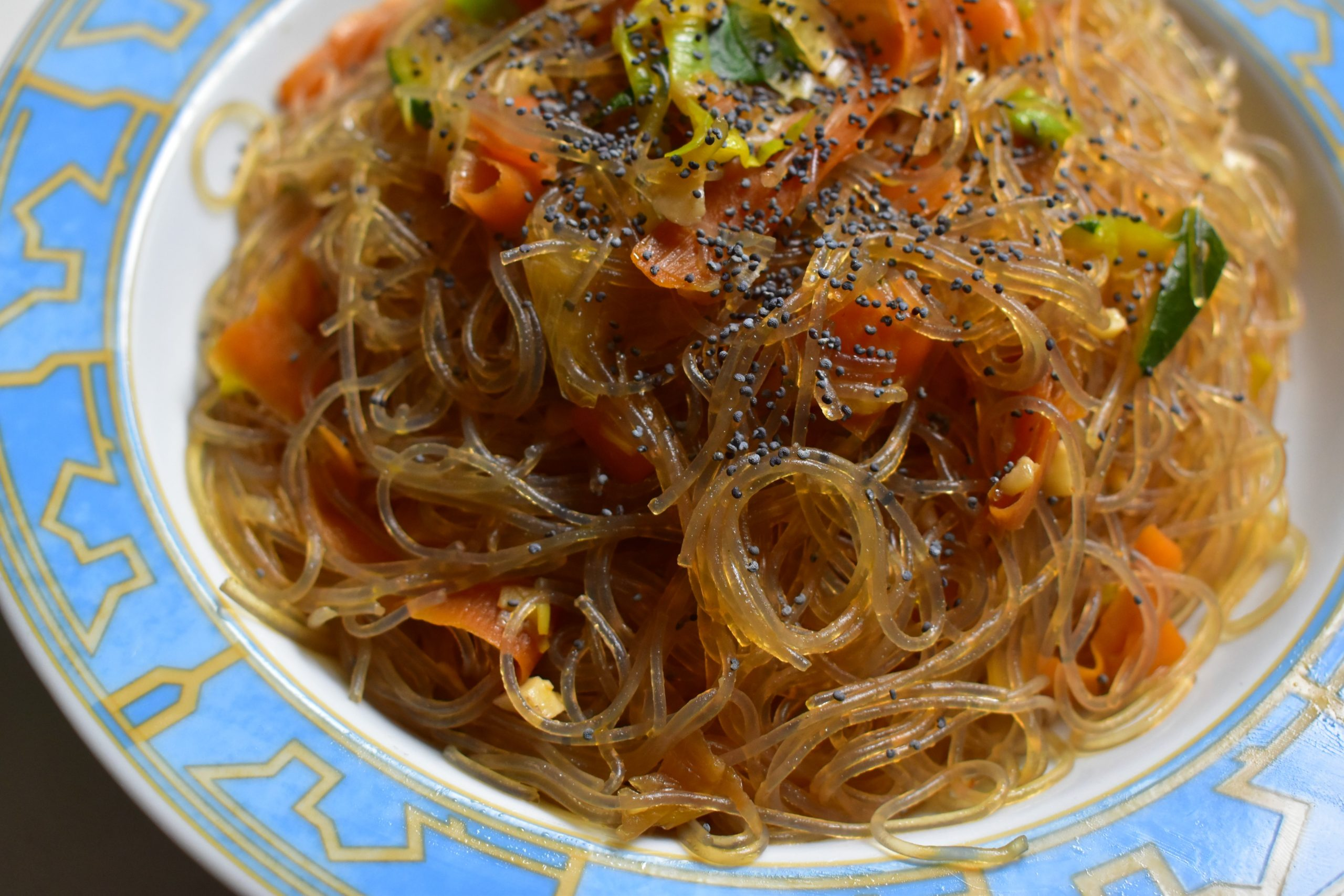 Soy spaghetti with zucchini, carrots, leeks and cashews